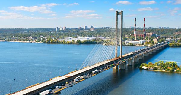У Києві на Південному мосту частково обмежили рух
