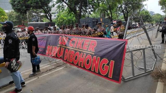 Demo Menuju Istana, Massa: UU Ciptaker, Buruh Dibohongi!