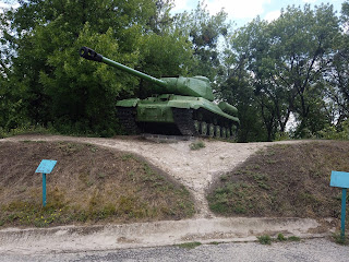 Изюм. Гора Кременец (Кремянец). Мемориальный комплекс. Экспозиция военной техники