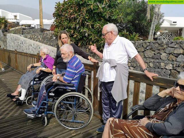 Pacientes del Hospital de Dolores disfrutan de una visita a las Salinas de Los Cancajos