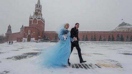 Σφοδρές χιονοπτώσεις σαρώνουν τη Μόσχα