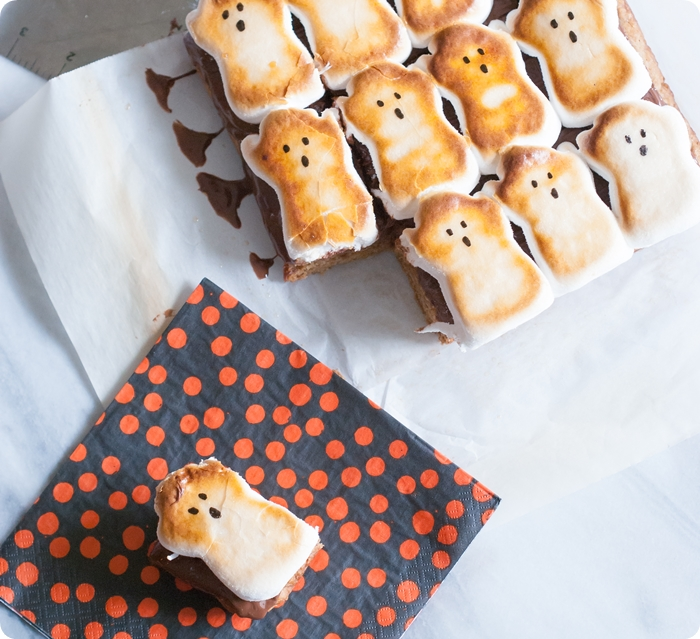 spooky s'mores bars - the cutest Halloween treat ever!