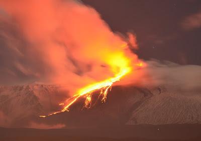 Attività eruttive Etna: manifestazioni continue cratere Sud-Est