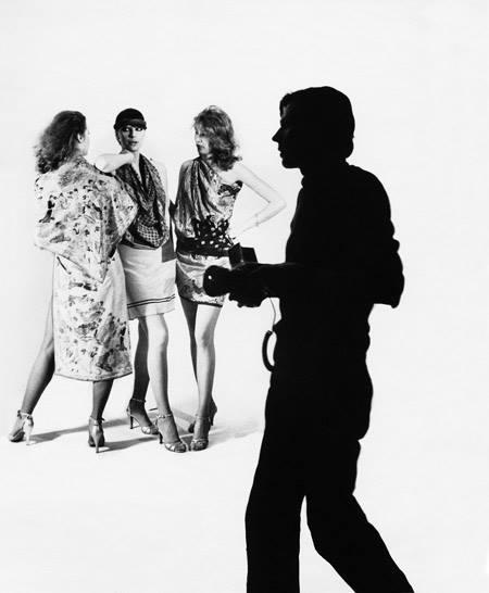 Mode I (Jānis Kreicbergs un modeles). Foto - Ilga Sūna. 20. gs. 70. gadu beigas.