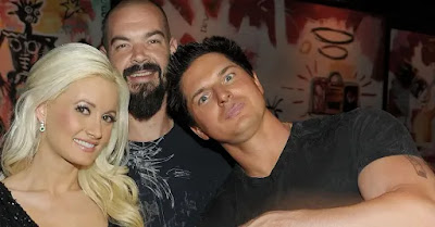 Zak Bagans with his friends in a party