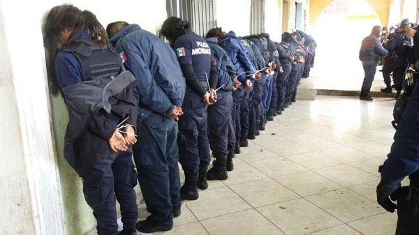 Detienen a 30 policías en México por asesinato de candidato