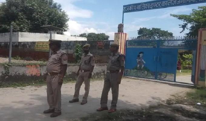 जमानियां राजकीय बालिका इंटर कालेज के पास आटो को पुलिस ने किया सीज