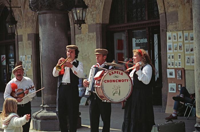 Cracovie, Rynek Główny, Kapela Choncwott, © L. Gigout, 1990