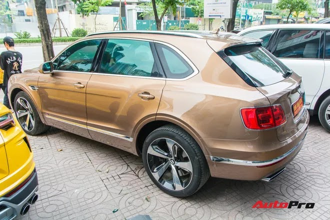 Dàn SUV và bán tải trăm tỷ được chào bán cùng lúc tại Hà Nội: Thương hiệu đa dạng, nhiều phiên bản độc và hiếm