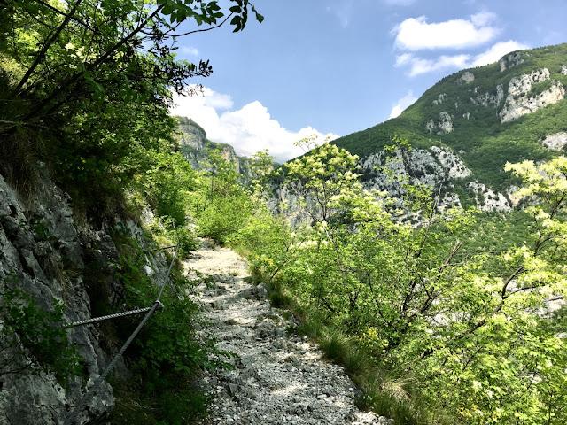 Pěší stezka k Santuario Madonna della Corona