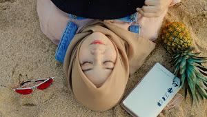 10 Model Hijab Segi Empat yang Modis Simpel dan Kekinian