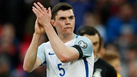 Michael Keane thi đấu cho U21 Anh
