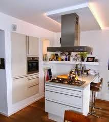 pequeña cocina con isla