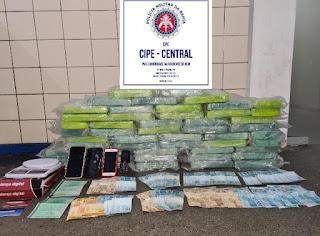 R$ 8,3 mil e 50 kg de cocaína são apreendidos em Jequié