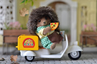 Sylvanian Families Mortimer Bramble Pizza Delivery