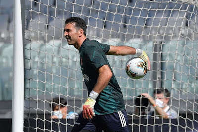 Vượt qua Maldini, Buffon lập nên kỳ tích tại Serie A
