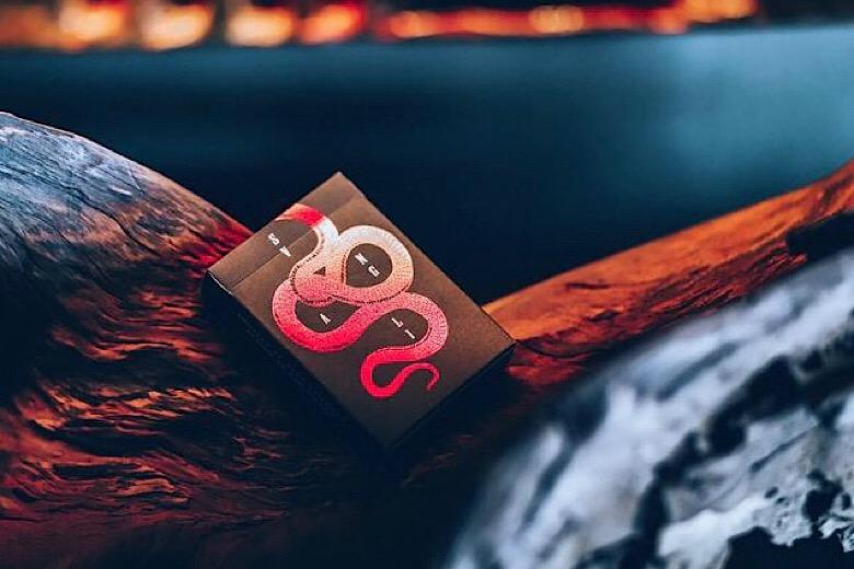 Svngali 01 Forbidden Deck - Carte da Cardistry Air Chushion Finish - Lassonellamanica.com, un Sito, Tutta la Magia! Vendita Mazzi di Carte.