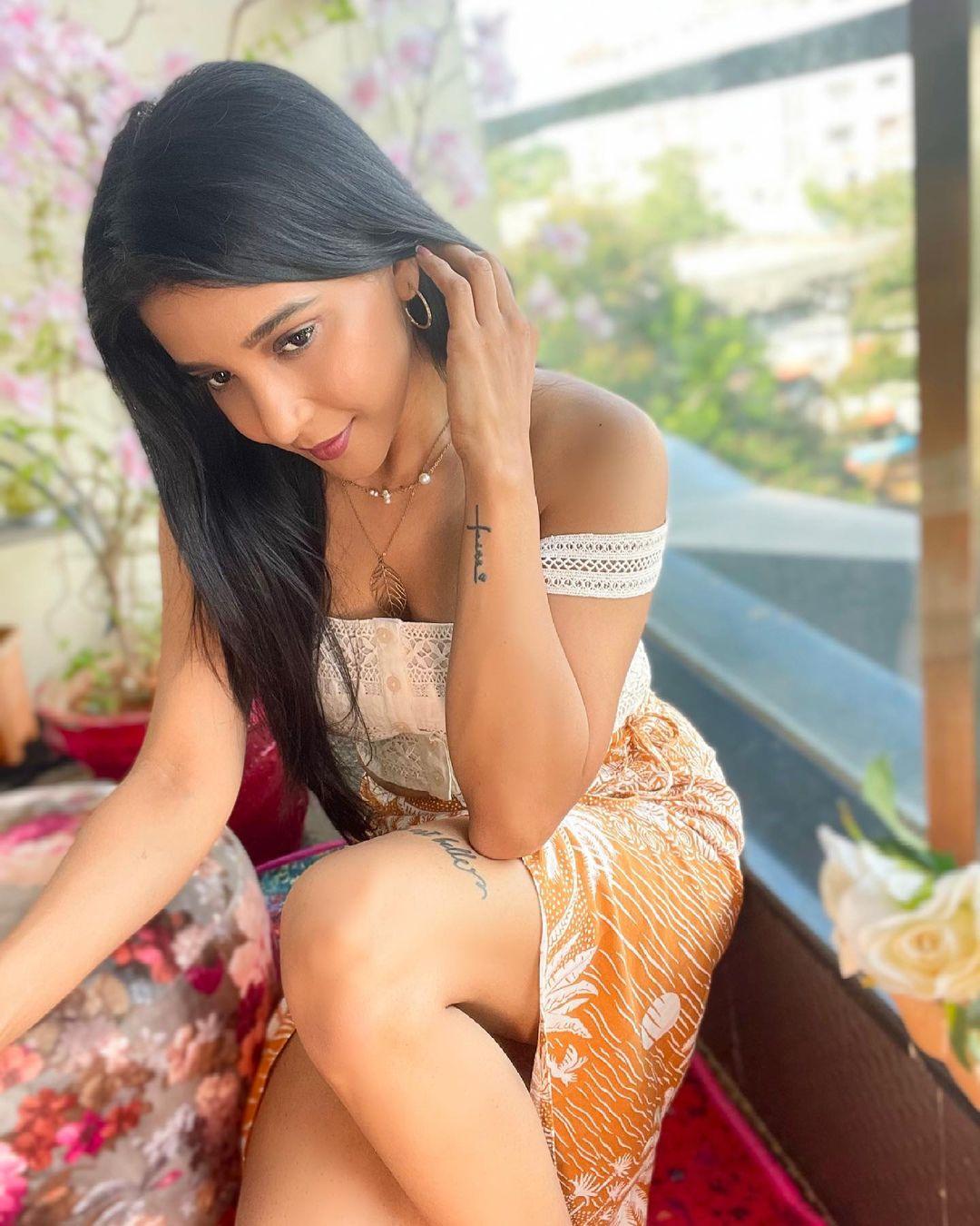 Actress Sakshi Agarwal Latest Photos & Videos