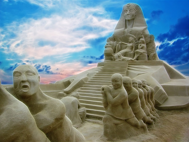 Land of the Pharaohs. Sandstone Sculpture Festival in Brighton, England. (Photo by Antony Scott)