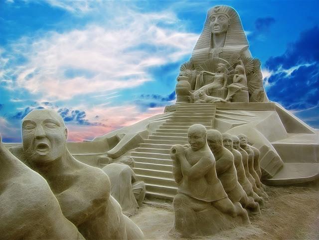 Land of the Pharaohs. Sandstone Sculpture Festival in Brighton, England. (Photo by Antony Scott)