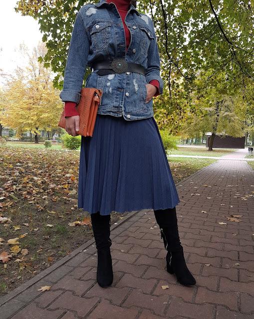 granatowa plisowana spódnica