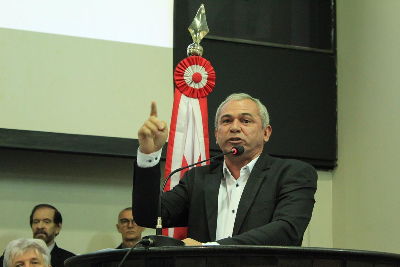 Nº 1 da Famep, Nélio critica proposta de extinção de municípios. Grave equívoco