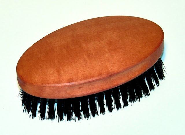 Men's Hairbrush Military Style, Oiled Pearwood, Stiff Bristles by Nessentials