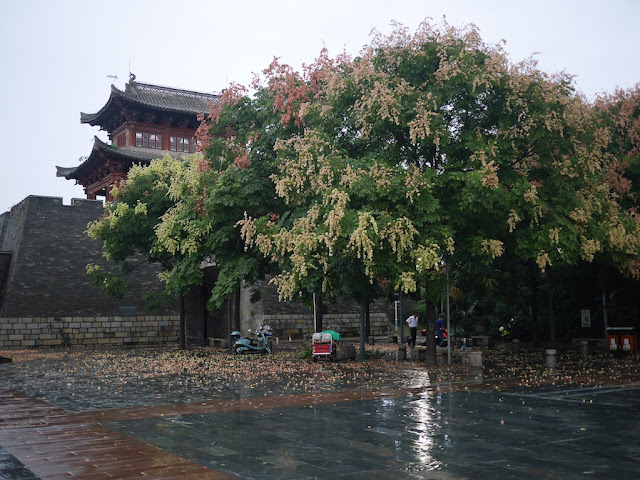 Yongjin Gate after a thunderstorm in Ganzhou