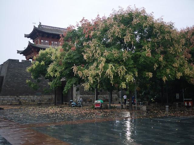Yongjin Gate after a thunderstorm in Ganzhou