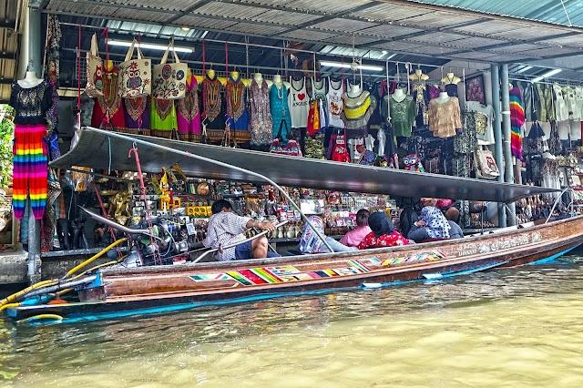 Wandering around Damnoen Saduak - the most popular floating market in Thailand