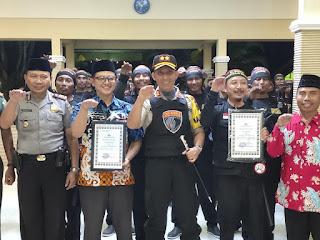 Kapolres Lumajang Beri Penghargaan Kepada Paguyuban Satgas Keamanan Desa Kunir