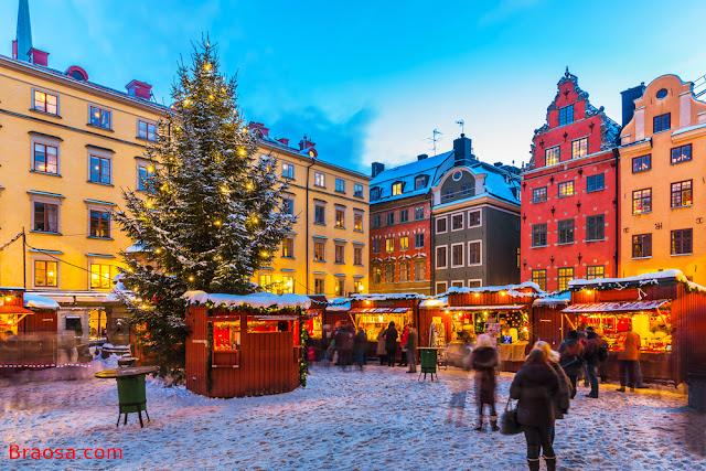 Mercato di natale di Stortorget a Stoccolma in Svezia