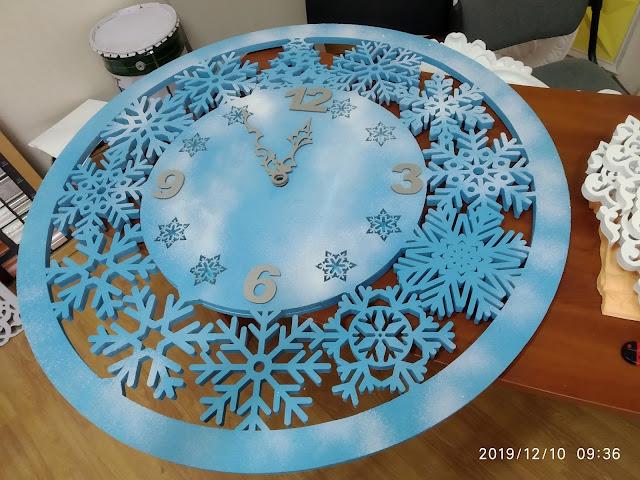 Новогодние украшения Симферополь, Новогодние часы