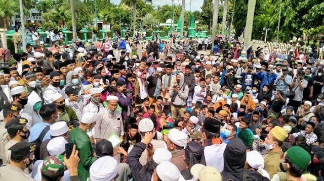 Ribuan Pengunjuk Rasa Banjiri Gedung MUI Kota Tangerang Desak Habib Rizieq Dibebaskan