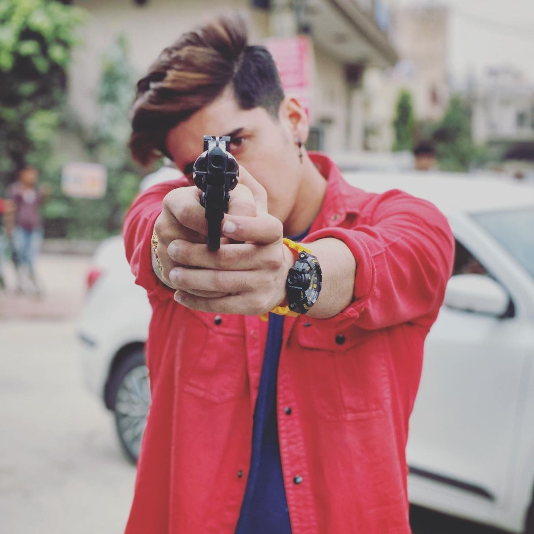 Bhavin Bhanushali photo with gun