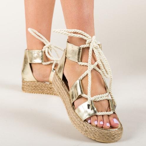 Sandale cu snur aurii si talpa inalta la moda