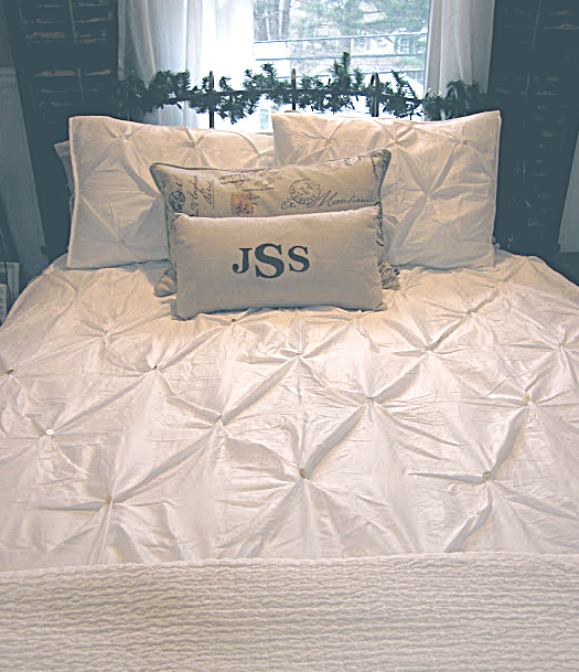bedspread with buttons