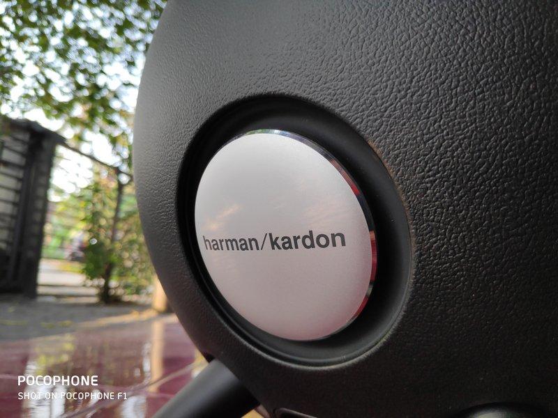 Desain Harman Kardon Onyx Studio 3