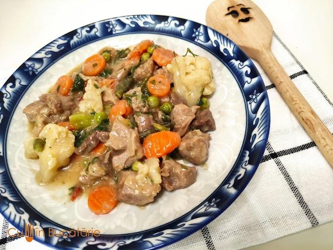 Carne de vițel cu legume la tigaie