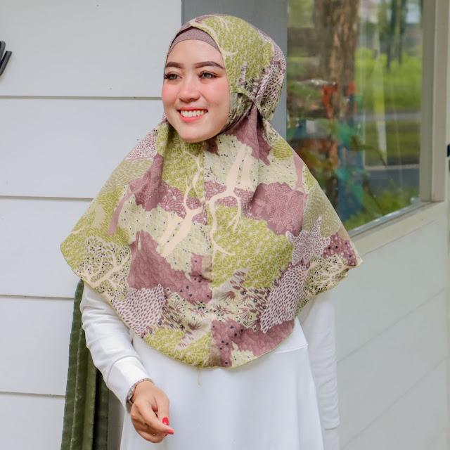 Hijab Bergo Motif.
