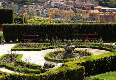 jardim com vista para cidade
