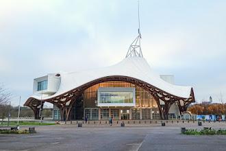 Ailleurs : Centre Pompidou Metz, hybridation formelle et architecture fonctionnelle du projet signé Shigeru Ban et Jean de Gastines