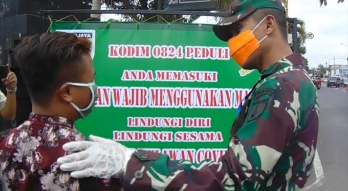 Kodim 0824 Jember Bagikan  Zakat  Fitrah  Dan Penerapan Zona Wajib Masker.