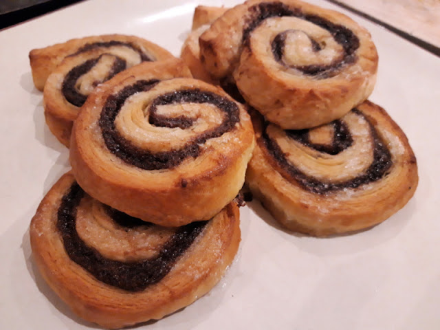 A plate of six cinnamon swirls