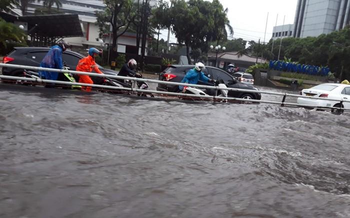 Banjir Jakarta - TwitterCero_Amunk09