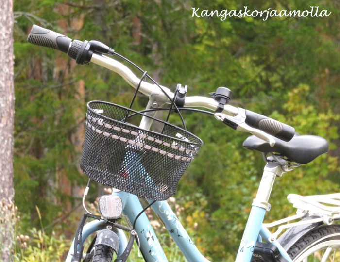 polkupyörän koriin heijastin