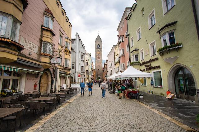 Via della città vecchia e torre dell'orologio-Vipiteno