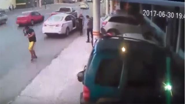 VIDEO: ASÍ ES COMO SICARIOS EJECUTAN EN SOLO 5 SEGUNDOS A EX-COMANDANTE ACUSADO DE NEXOS CON LOS ZETAS EN COAHUILA