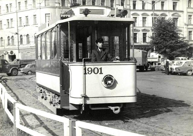 1980-е годы. Рига. Первый водитель обновленного ретро трамвая Лаймонис Виткус (источник фото Rīgas satiksme)