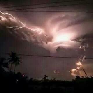 Fenomena Badai Petir di Langit Kota Subang